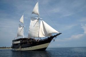 26-04-12-Boat 01