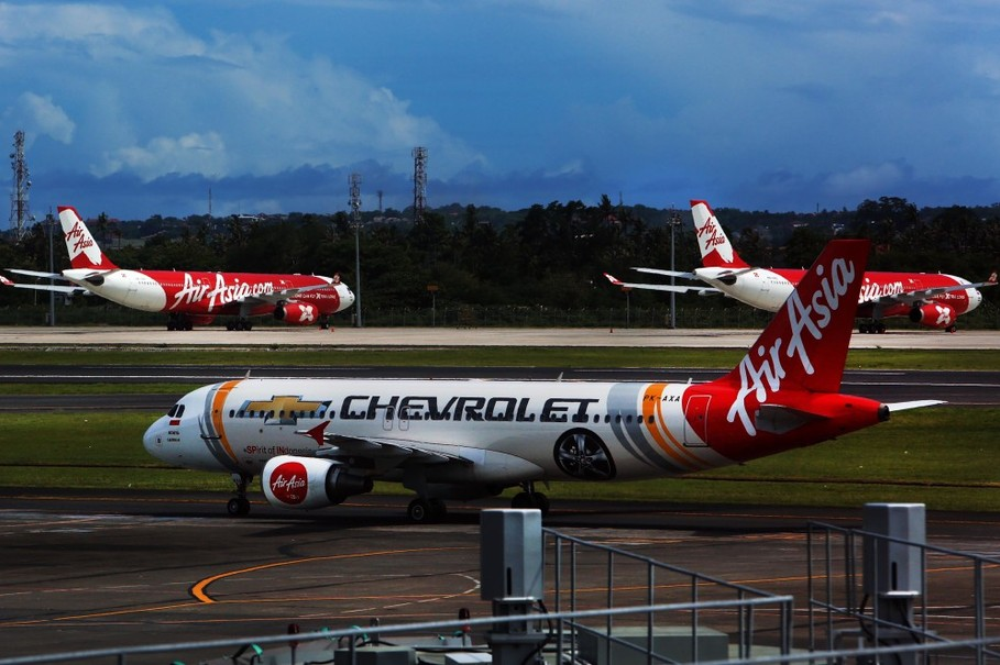 Pesawat Air Asia di Bandara Ngurah Rai Bali